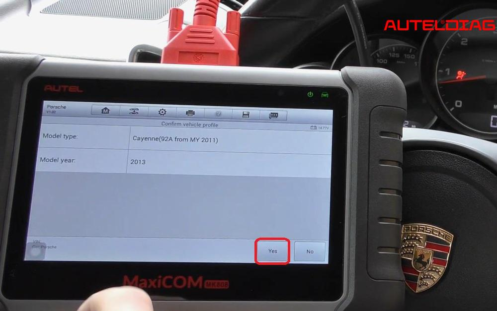 2013 Porsche Cayenne Air Bag Reset Via Autel Mk808 (6)